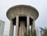 Kuvassa Hiekkaharjun vanhempi vesitorni.